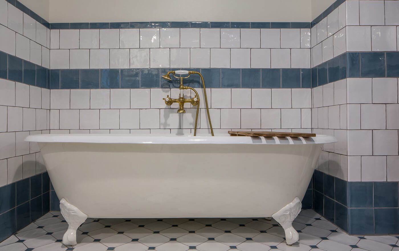 A white clawfoot tub in Hotel Emma's artesian room options.