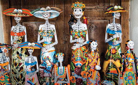 Day of the Dead skeleton figures